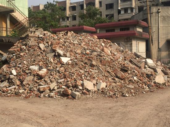 【啄木鸟在行动】天桥区阳光小区拆迁区域建筑垃圾未覆盖