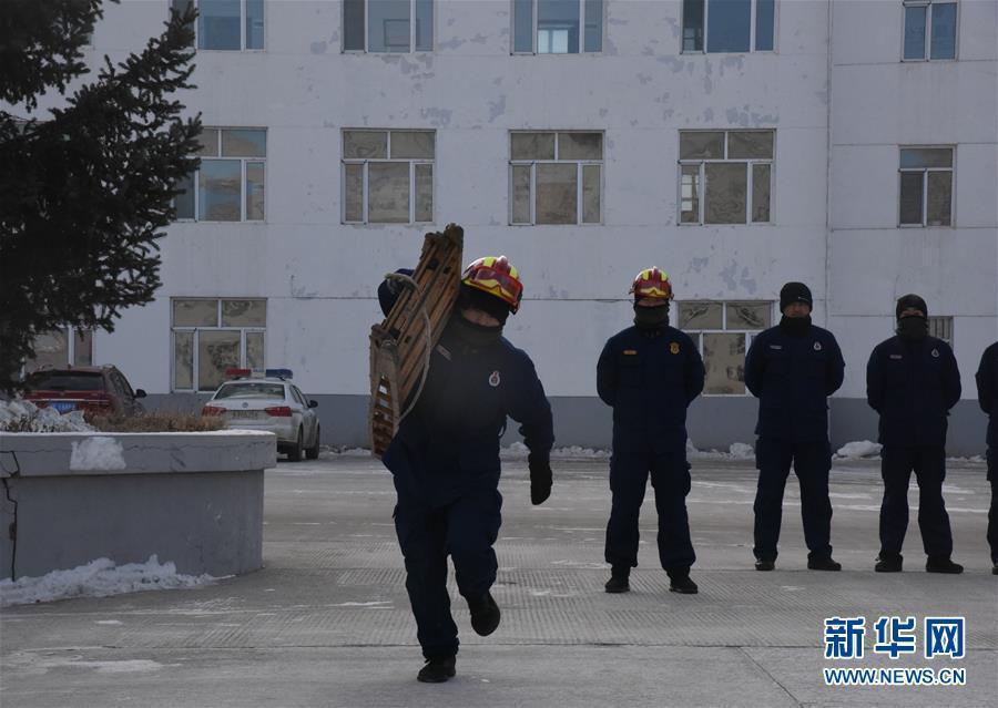 """皑皑白雪中的一抹""""火焰蓝""""——走近中国最北消防员"""