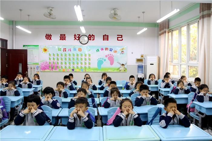 """山东师大附小雅居园校区开展""""保护眼睛  快乐成长""""系列活动"""