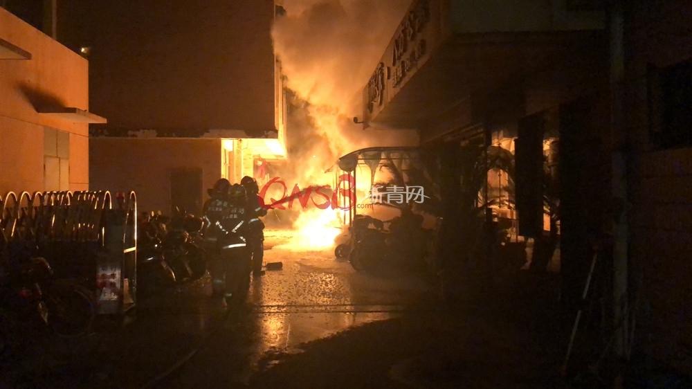 今天凌晨杭州城北突发火灾 20多辆电动车被烧毁!