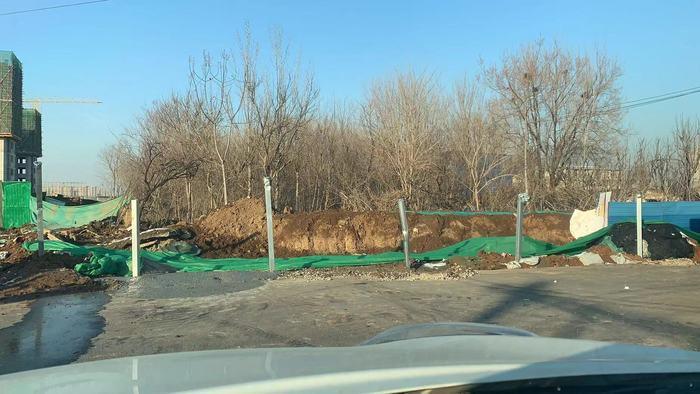 【啄木鸟在行动】济南市历下区智远街道办事处姜家庄有大片渣土裸露