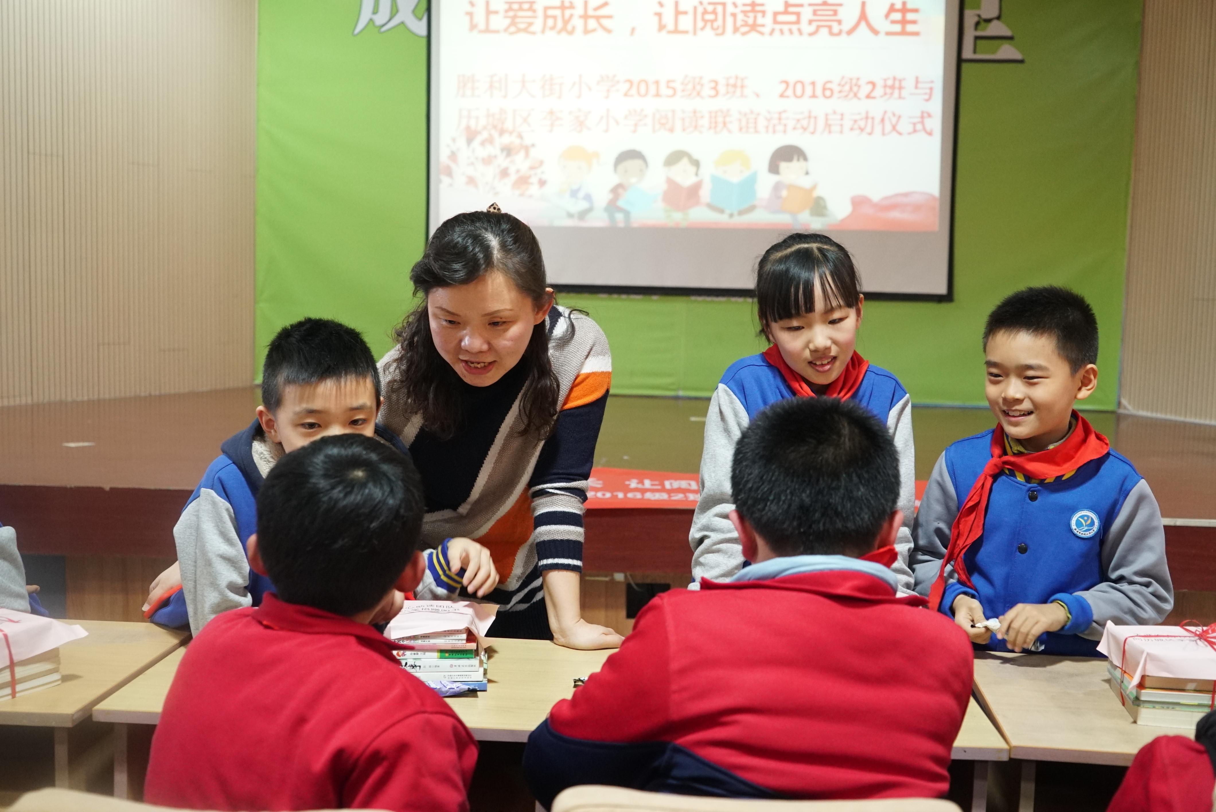 让爱成长,让阅读点亮人生——胜利大街小学与柳埠镇李家小学开展阅读联谊活动及爱心图书捐赠仪式