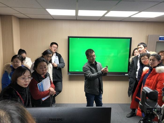 济南三中精心打造高标准微课制作室