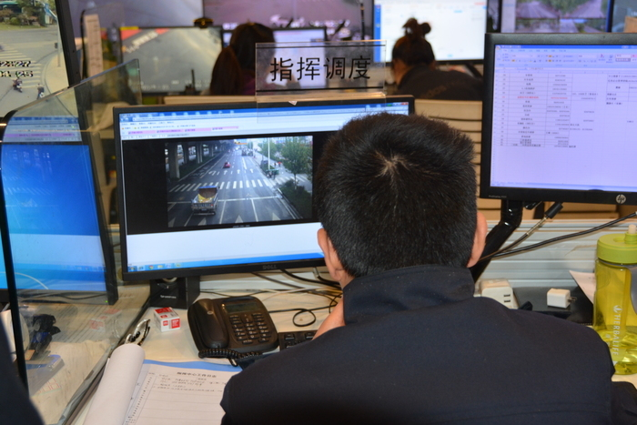 济南两运输车乱倒建筑垃圾被查 将面临5千至5万不等罚款