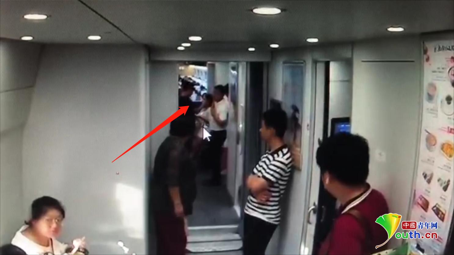 """男子高铁上寻衅滋事""""骚扰少女"""" 被行政拘留10日"""