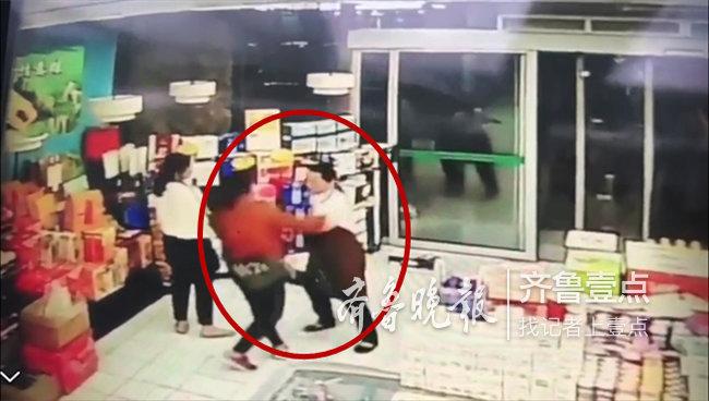 泰安一超市内,蒙牛、伊利促销人员上月互殴仍未上班
