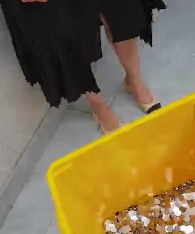 全是一角?离职获赔6000元硬币女子发声:专门找银行换的
