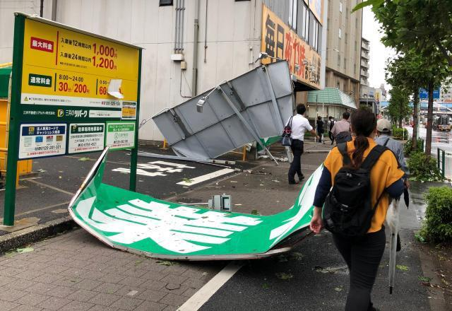 台风法茜正式登陆日本 多处建筑被毁 电车地铁纷纷停运
